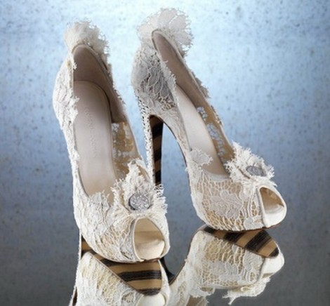 Inspiration-princess-shoes-by-Georgina-Goodman1-587x545
