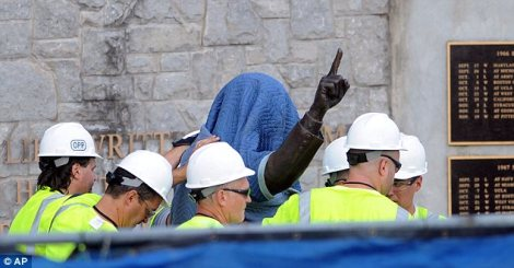Joe-Paterno-Statue-Removed